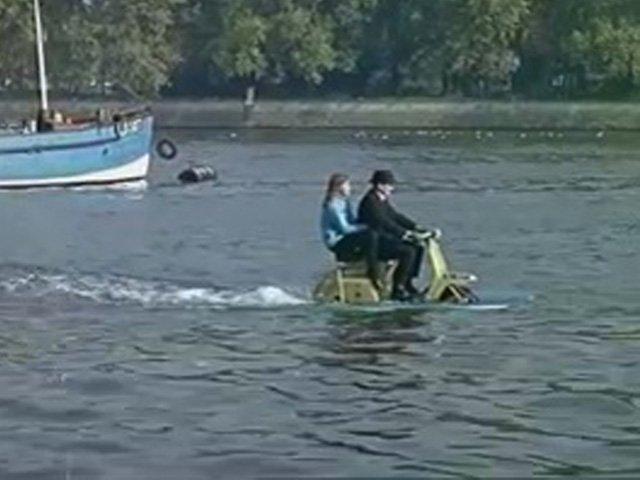 Video clip: Chiếc xe tiện lợi cho mùa ngập