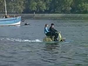 Cười 24H - Video clip: Chiếc xe tiện lợi cho mùa ngập