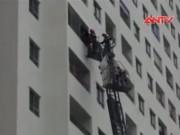 Video An ninh - Clip: Xe thang giải cứu người khỏi đám cháy chung cư Linh Đàm