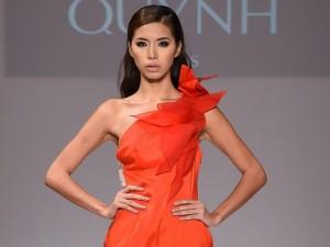 Thời trang - Minh Tú mở màn show diễn Quỳnh Paris ở New York