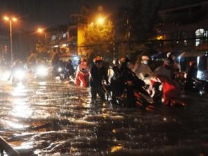 Tin tức trong ngày - TPHCM đang tự chặn đường thoát nước của mình