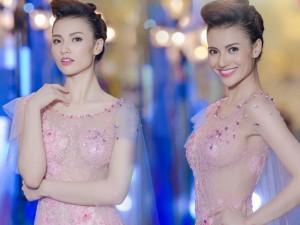 Váy - Đầm - Chân dài Hồng Quế mặc váy xuyên thấu gây tò mò
