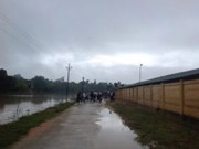 Tin tức trong ngày - Hà Tĩnh: Học sinh cứu hai thầy cô bị lũ cuốn trôi