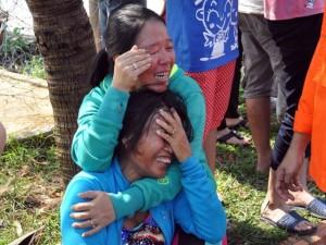 Tin tức trong ngày - Đẫm nước mắt đón thi thể 11 thuyền viên trên tàu cá bị nổ