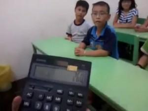 Tin tức trong ngày - Video: Cậu bé tính nhẩm siêu nhanh và chính xác