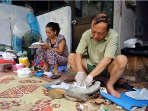 """Tin tức Việt Nam - Người giữ """"bí kíp"""" làm mặt nạ giấy bồi ở Hà Nội"""