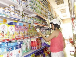 Thị trường - Tiêu dùng - Giá sữa vẫn cao vút vì lương, điện và tỷ giá