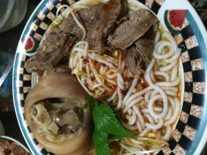 Tô bún bò Huế - món ăn ngon của người Việt tại Mỹ