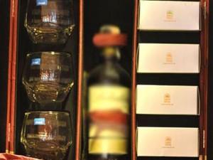 Thị trường - Tiêu dùng - Bất thường bánh Trung thu bán kèm rượu ngoại