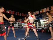 Thể thao - Nữ võ sĩ quyến rũ lạnh lùng ''hạ'' 4 chàng trai