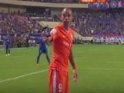 Bóng đá - Fan Trung Quốc tấn công cầu thủ bằng… iPhone