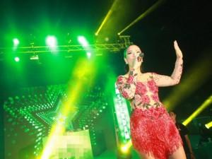 Phương Vy mặc xuyên thấu diễn cực sung tại Hà Nội