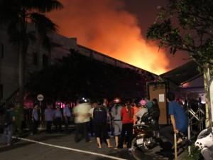 Tin tức trong ngày - Cháy dữ dội trong đêm, công ty may bị thiêu rụi