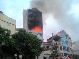 Tin tức trong ngày - Hà Nội: Sau hai tiếng nổ lớn, 4 tầng nhà bị thiêu rụi