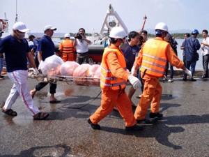 Tin tức trong ngày - Nổ tàu cá ở Vũng Tàu: Tìm thấy thi thể thuyền viên cuối cùng