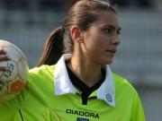 """Bóng đá - Nữ trọng tài Italia """"gây sốt"""" vì quá xinh đẹp"""