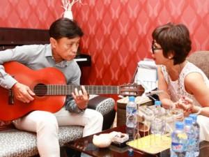Ca nhạc - MTV - Tuấn Ngọc lãng tử đệm đàn cho Khánh Hà