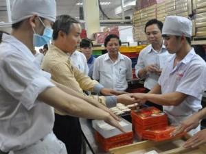 Tin tức trong ngày - Tạm đình chỉ cơ sở bánh Trung thu HOT nhất Hà Nội