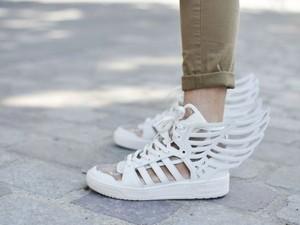 Thời trang - Chẳng gì hơn một đôi giày trắng!