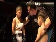 Thể thao - Phẫn nộ màn đấu võ MMA giữa hai nhóc 6 và 7 tuổi