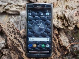 Thời trang Hi-tech - Ra mắt Vertu Signature Touch vỏ titan, giá 227 triệu đồng