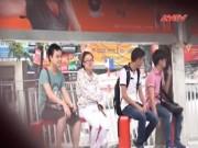 Tin tức trong ngày - Camera giấu kín: Nam thanh niên xin tiền ở bến xe bus