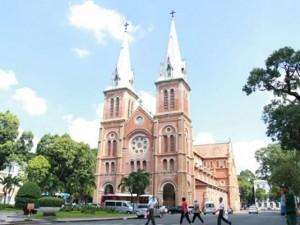 Tin tức trong ngày - Nam thanh niên bị bắt sau hơn 12 giờ cố thủ trong nhà thờ Đức Bà