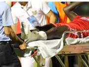 Bóng đá - CK cúp QG: Pha phạm lỗi thô bạo khiến Abass gãy chân