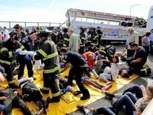 Hiện trường tai nạn xe bus chở 29 sinh viên Việt Nam tại Mỹ
