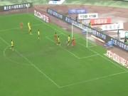 Bóng đá - 2 pha bỏ lỡ khó tin liên tiếp trước cầu môn trống