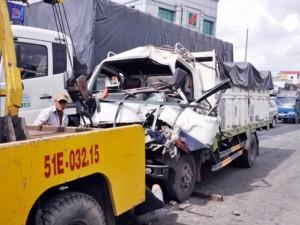 Tin tức trong ngày - TPHCM: 1 ngày, 2 vụ xe tải tông vào dòng xe chờ đèn đỏ