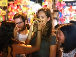 Clip: Người nước ngoài nói gì về Tết Trung thu ở VN?