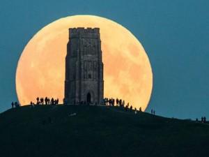 """Tin tức trong ngày - Ngắm """"siêu trăng"""" tuyệt đẹp trên khắp thế giới"""