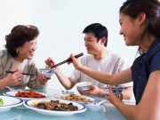 """Sức khỏe đời sống - Gắp thức ăn cho nhau """"tặng"""" vi khuẩn chết người"""