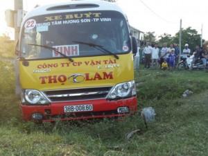 Tin tức trong ngày - Hành khách đập kính xe buýt, vồ lấy vô lăng cướp lái