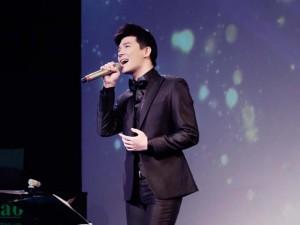 Nathan Lee gây sốt khi hát bằng 4 thứ tiếng