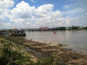 Tin tức trong ngày - Phát hiện thi thể cô gái trẻ nổi trên sông Sài Gòn