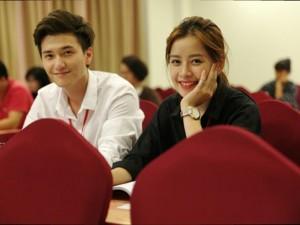 Huỳnh Anh điển trai bên Chi Pu