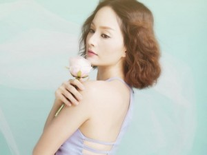 Phim - Lan Phương khoe vai trần với style công chúa