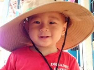 Tin tức Việt Nam - Bé văng khỏi bụng mẹ bước những bước đi đầu tiên