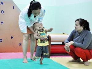 Tin tức trong ngày - Ảnh: Một ngày tập đi của bé trai văng khỏi bụng mẹ