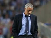 Bóng đá - Thua Porto, Mourinho đổ lỗi hàng thủ Chelsea ngớ ngẩn