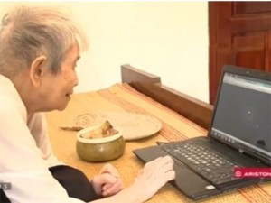 Bạn trẻ - Cuộc sống - Gặp gỡ cụ bà 95 tuổi mê lướt Facebook