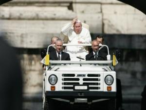 Xe xịn - Top 10 xe hơi ấn tượng dùng để đưa đón Giáo hoàng