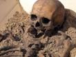 """Bi kịch đằng sau bộ xương """"ma cà rồng"""" 500 tuổi ở Ba Lan"""