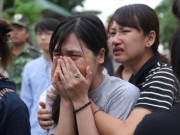 Tin tức trong ngày - Đau xót đón thi thể nữ sinh viên bị nước lũ cuốn trôi