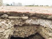 Tin tức trong ngày - Bê tông cốt xốp ở cầu vượt đường sắt: Thi công quá ẩu