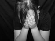 An ninh Xã hội - Mẹ vắng nhà, bị bố dượng dụ dỗ giao cấu