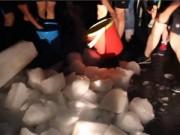 Bạn trẻ - Cuộc sống - TQ: Trường mua 28 tấn đá cho sinh viên giải nhiệt