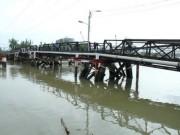 Tin tức trong ngày - Vụ sà lan đâm vào cầu sắt: 2.000 hộ dân thiếu nước dùng